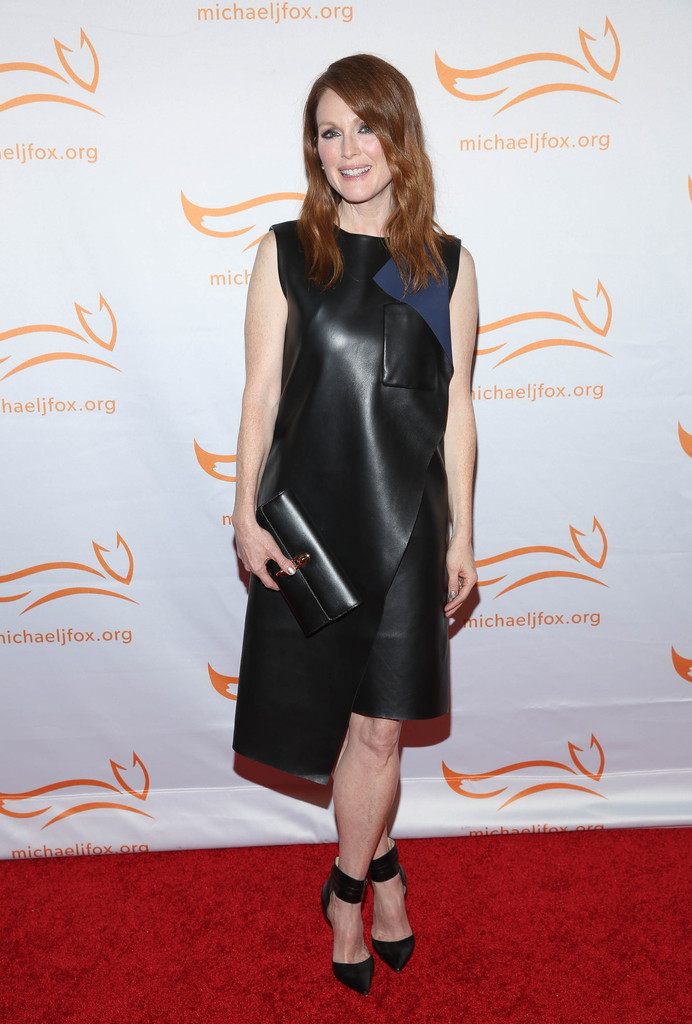 Julianne -Moore -in- Balenciaga- at -the -2014- A- Funny- Thing -Happened -On -The- Way- To- Cure -Parkinson's