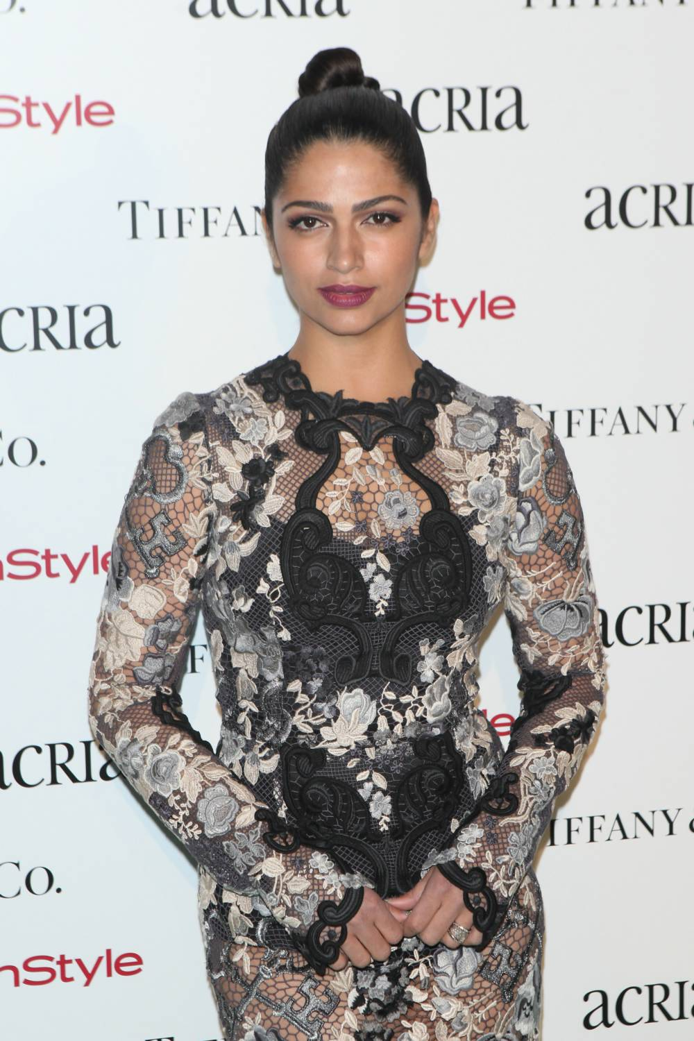 camila-alves-attends-19th-annual-acria-holiday-dinner