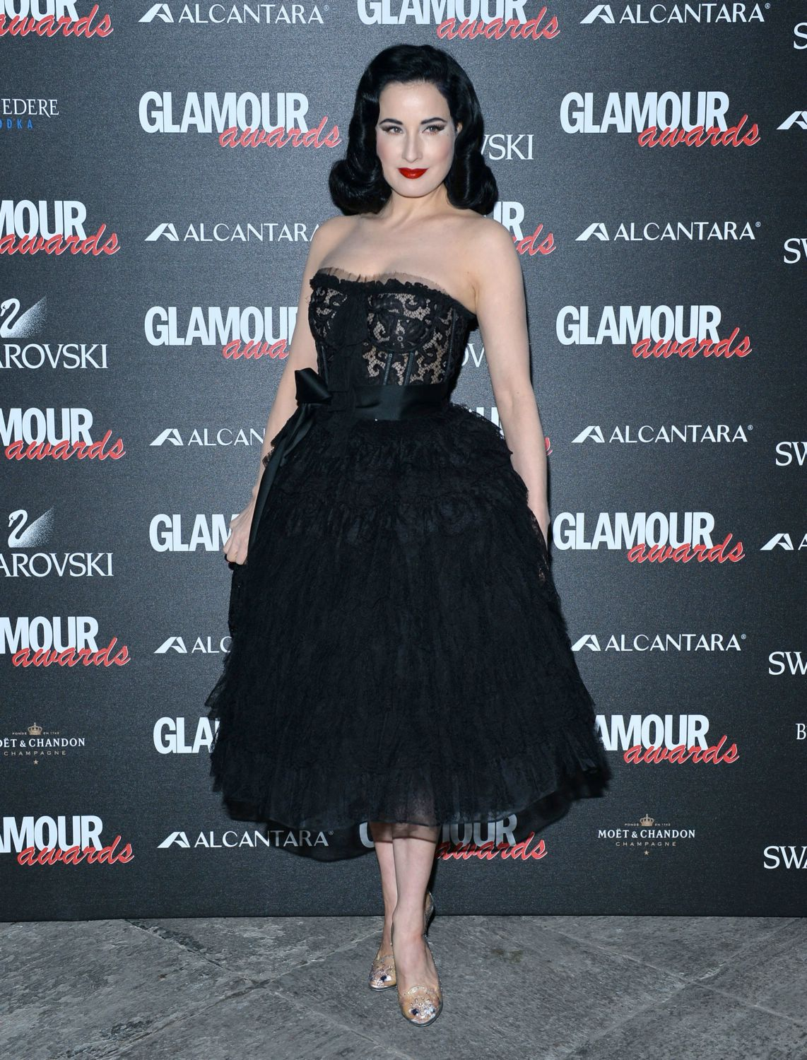 Dita-von-teese-dec-11-glamour-awards02