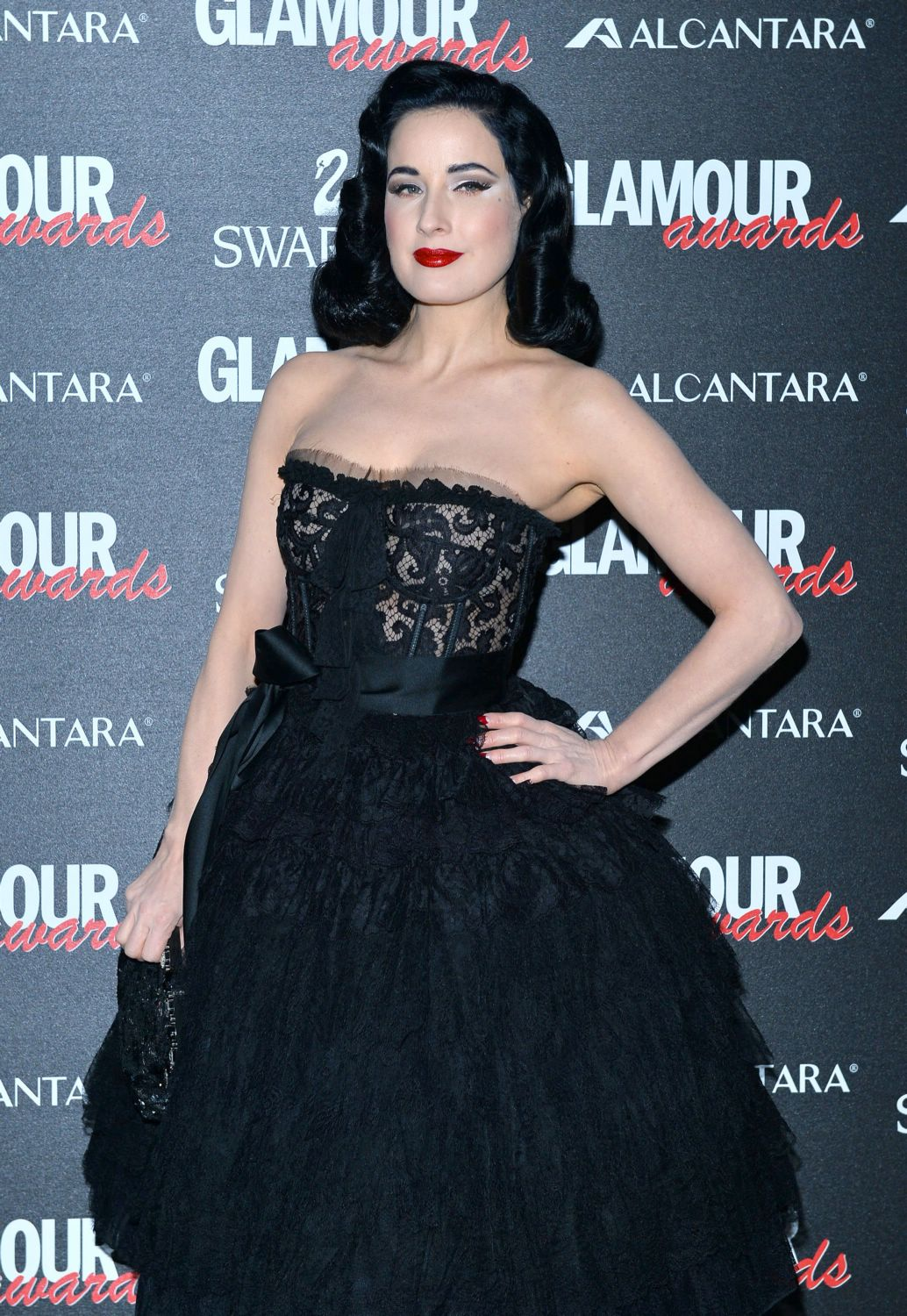 Dita-von-teese-dec-11-glamour-awards04