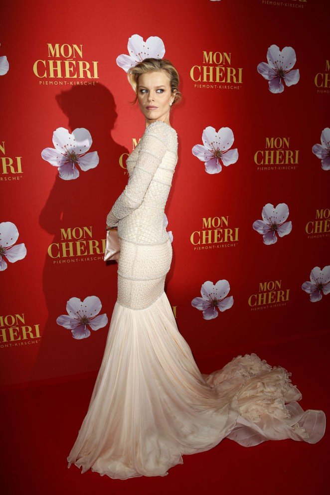 eva-herzigova-wearing-ralph-russo-couture-mon-cheri-hosts-barbara-tag-2014