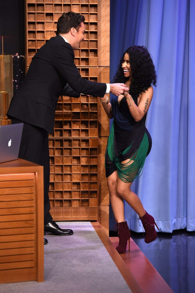 Nicki-Minaj-at-The-Tonight-Show-with-Jimmy-Fallon--04-662x996