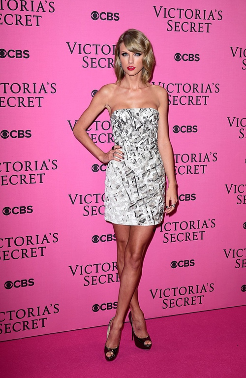 Taylor-Swift-in-J-Medndel-Victoria-Secrets-Fashion-Show-2014n