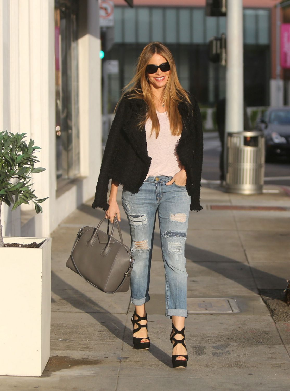 Sofia Vergara went to BOA in ripped jeans and heels to meet boyfriend Joe Manganiello for lunch 16, 2014.