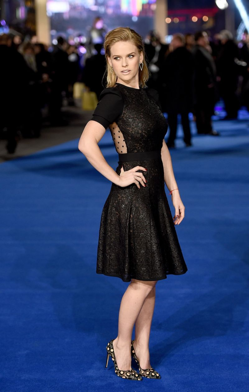 alice-eve-at-night-at-the-museum-secret-of-the-tomb-premiere-in-london_11