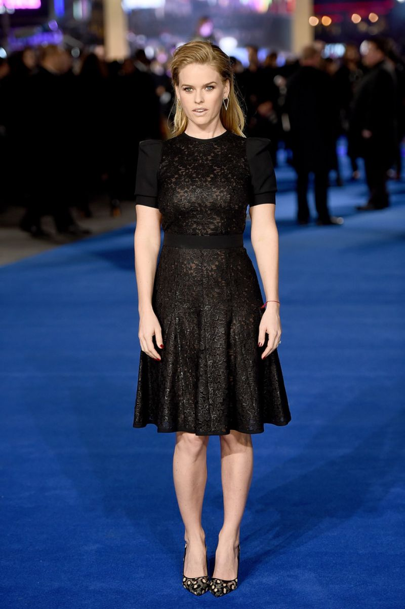 alice-eve-at-night-at-the-museum-secret-of-the-tomb-premiere-in-london_12