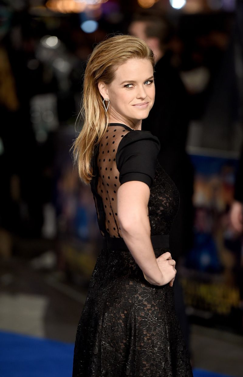 alice-eve-at-night-at-the-museum-secret-of-the-tomb-premiere-in-london_15