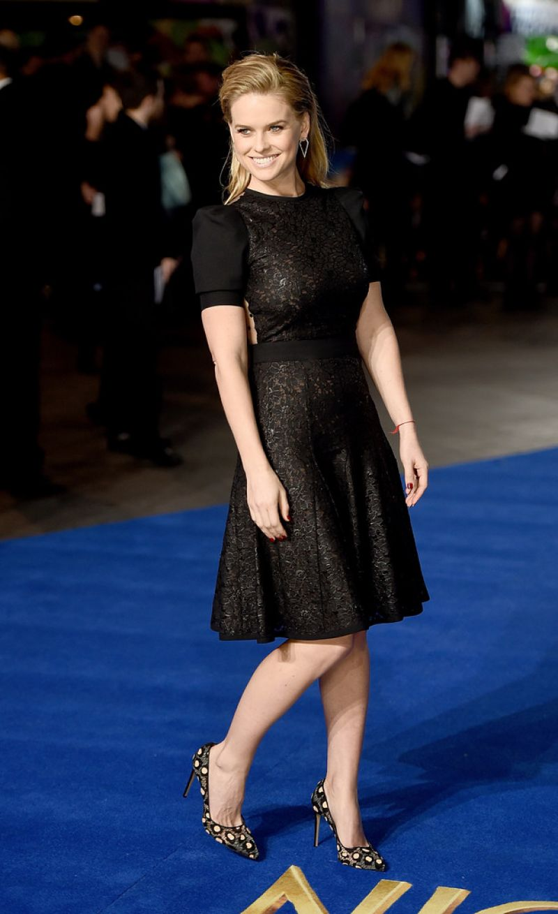alice-eve-at-night-at-the-museum-secret-of-the-tomb-premiere-in-london_9