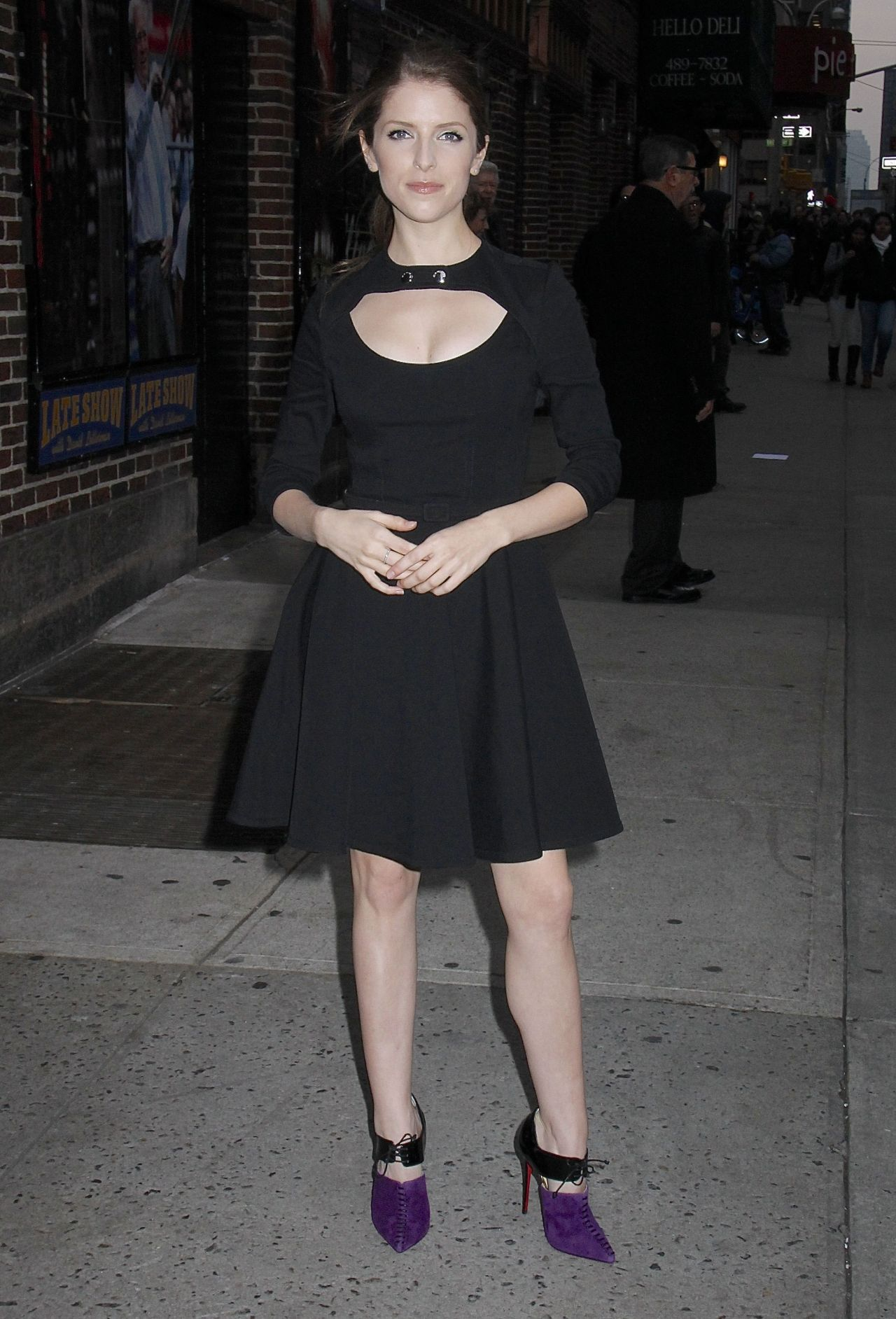 anna-kendrick-arriving-to-appear-on-the-late-show-with-david-letterman-in-new-york-city-dec.-2014_6