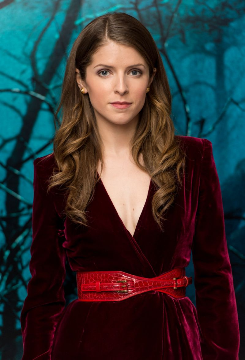 anna-kendrick-into-the-woods-photocall-in-london_14