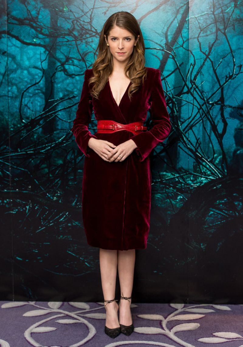 anna-kendrick-into-the-woods-photocall-in-london_17