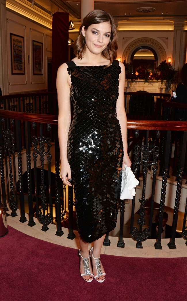 Amber- Anderson --burberry-2014-london-evening-standard-theatre-awards/