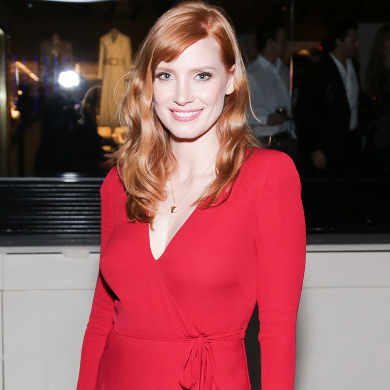 jessica-chastain_HOLDING