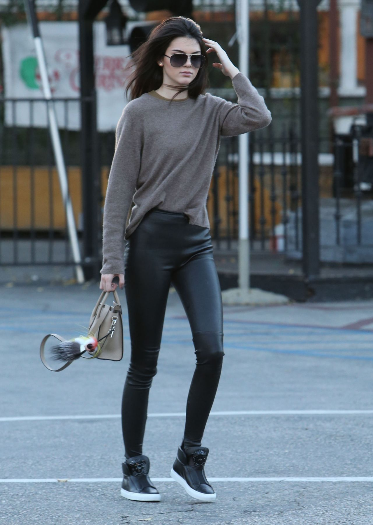 kendall-jenner-headed-to-a-mexican-restaurant-in-los-angeles-dec.-2014_1