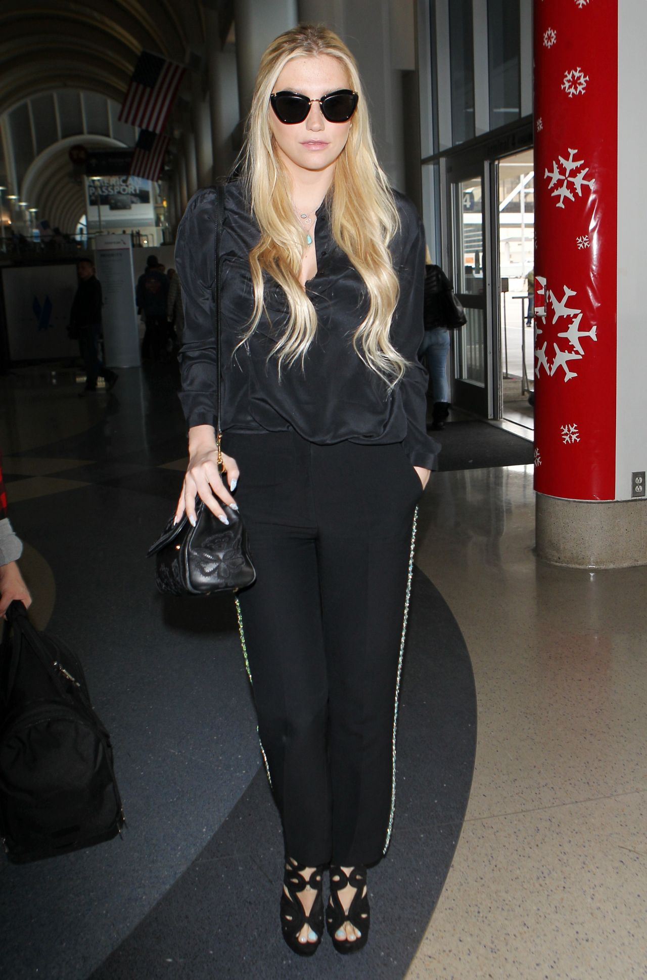 Kesha Style – at LAX Airport, Dec. 2014