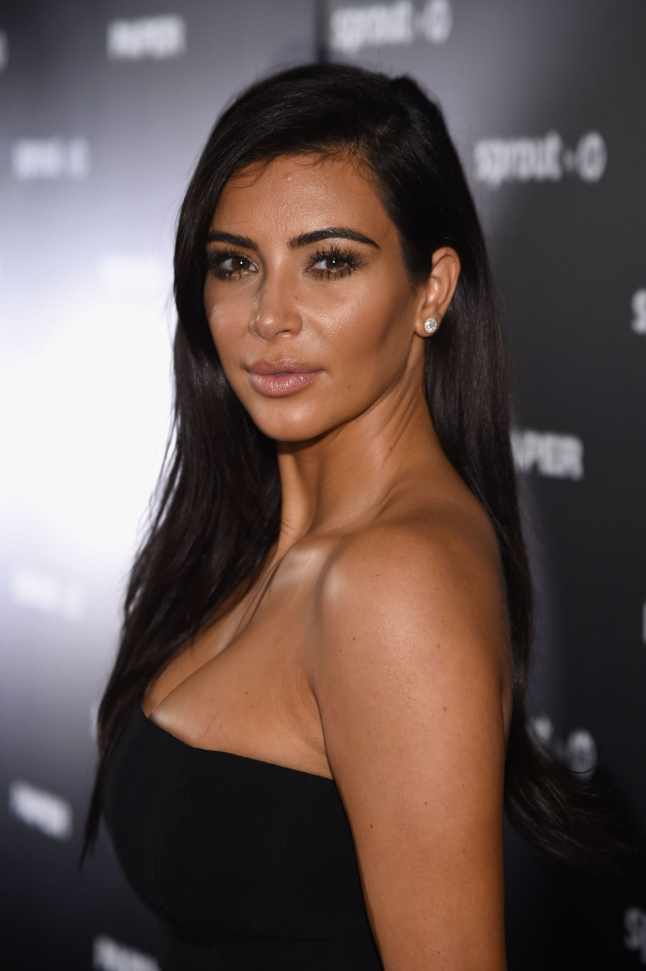 kim-kardashian-paper-magazine-break-the-internet-issue-release-in-miami_3