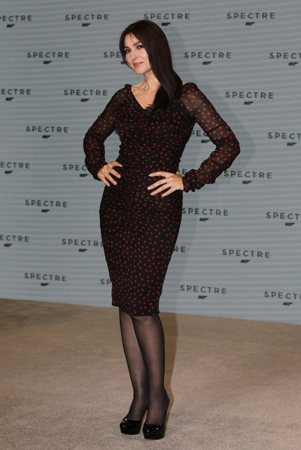 monica-bellucci-photocall-for-the-24th-bond-film-spectre-december-2014_12
