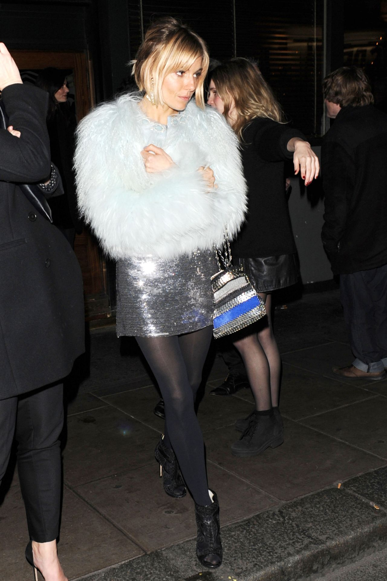 sienna-miller-night-out-style-groucho-club-arrival-in-london-december-2014_1