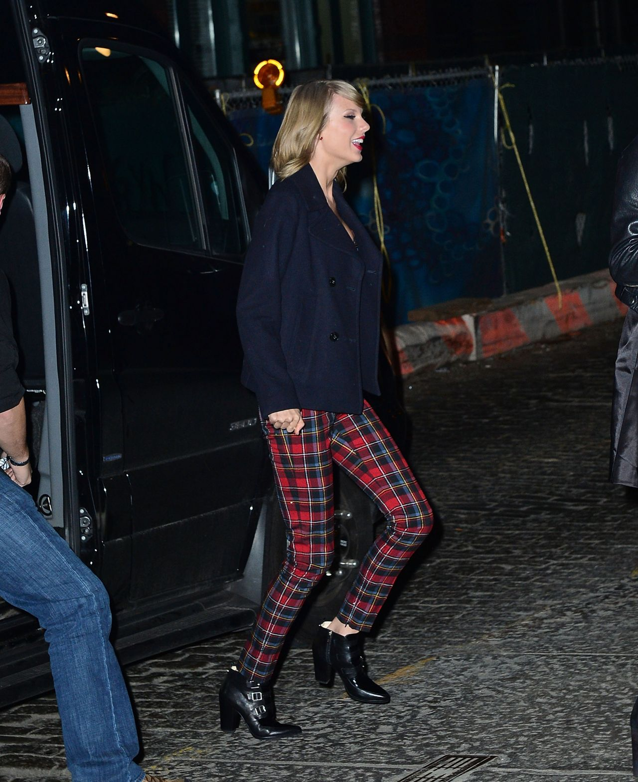 Taylor Swift – Arrives at Her Tribeca Apartment for Her Birthday Party – December 14, 2014