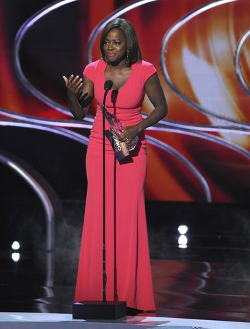 Viola Davisl in a pink Escada cap sleeve gown. She styled her look with a Rauwold clutch, along with Stuart Weitzman shoes