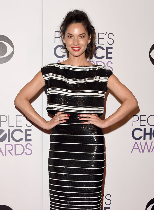 olivia-munn-giambattista-valli-couture-2015-peoples-choice-awards