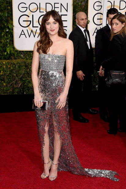 Dakota-Johnson-In-Chanel-Couture-72nd -Annual- Golden- Globe -Awards - Arrivals
