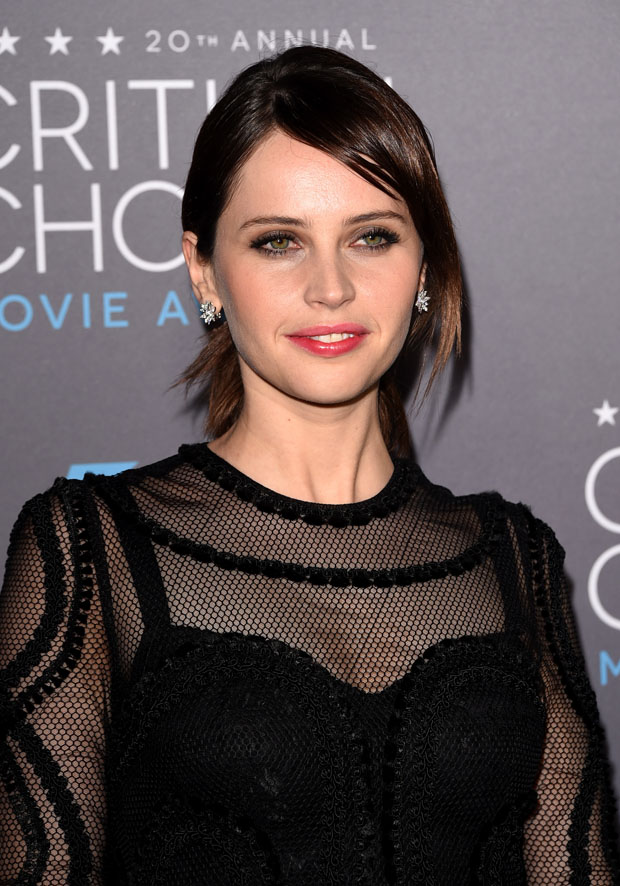 felicity-jones-dolce-gabbana-2015-critics-choice-movie-awards/