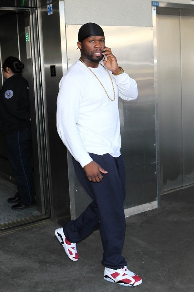 50Cent-wearing-Champion-Sweatpants-and-Air-Jordan-6-Retro-Carmine-Sneakers-Shoes-at-LAX-1