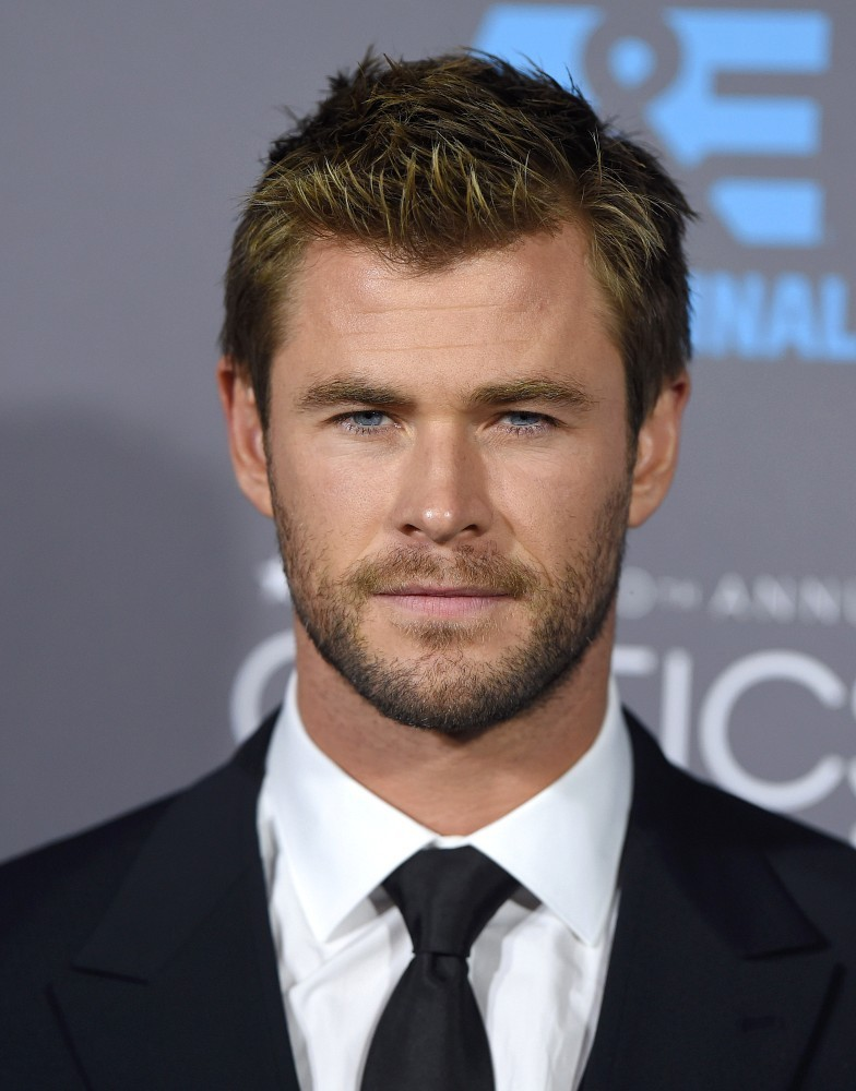 Chris Hemsworth In Dol...