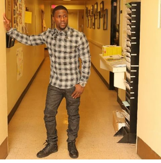 Kevin-Hart- in-Givenchy-Plaid-Shirt-Balmain-jeans