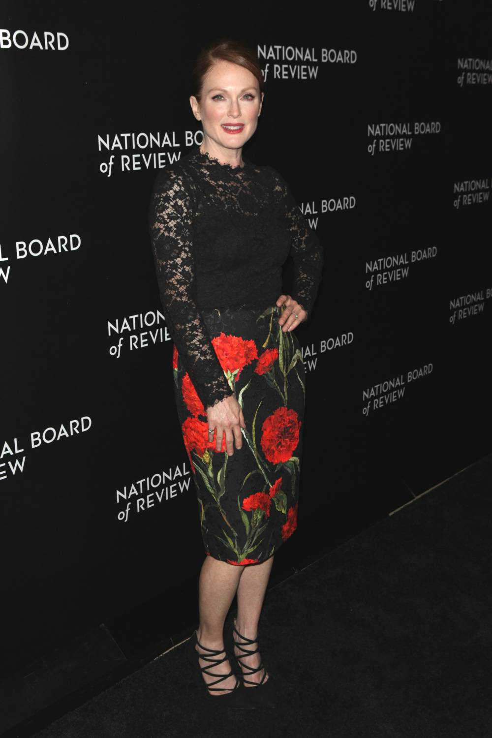 julianne-moore-dolce-gabbana-2014-national-board-review-gala/