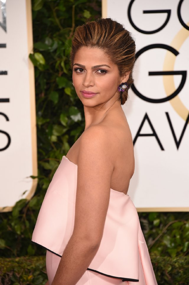 Camilla- Alves-in -Monique-Lhuiller-Golden-Globes-Awards-2015-Redcarpet