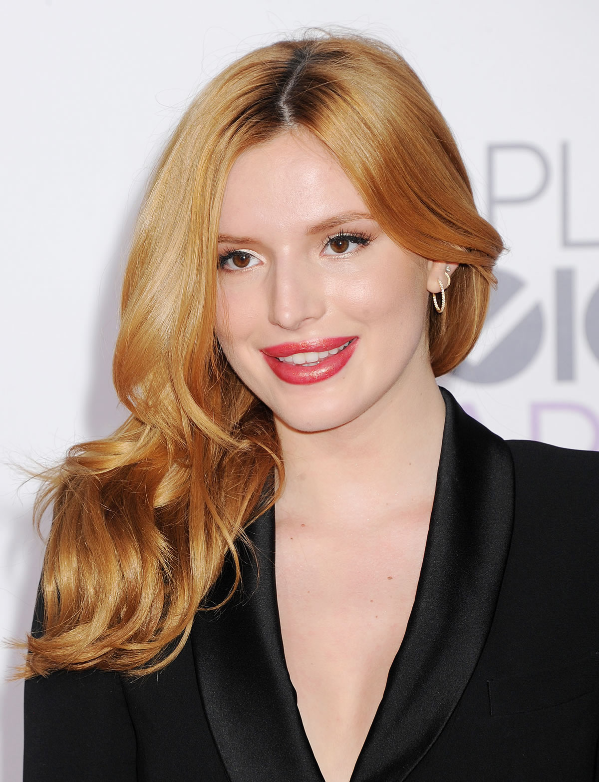 bella-thorne-peoples-choice-awards-3