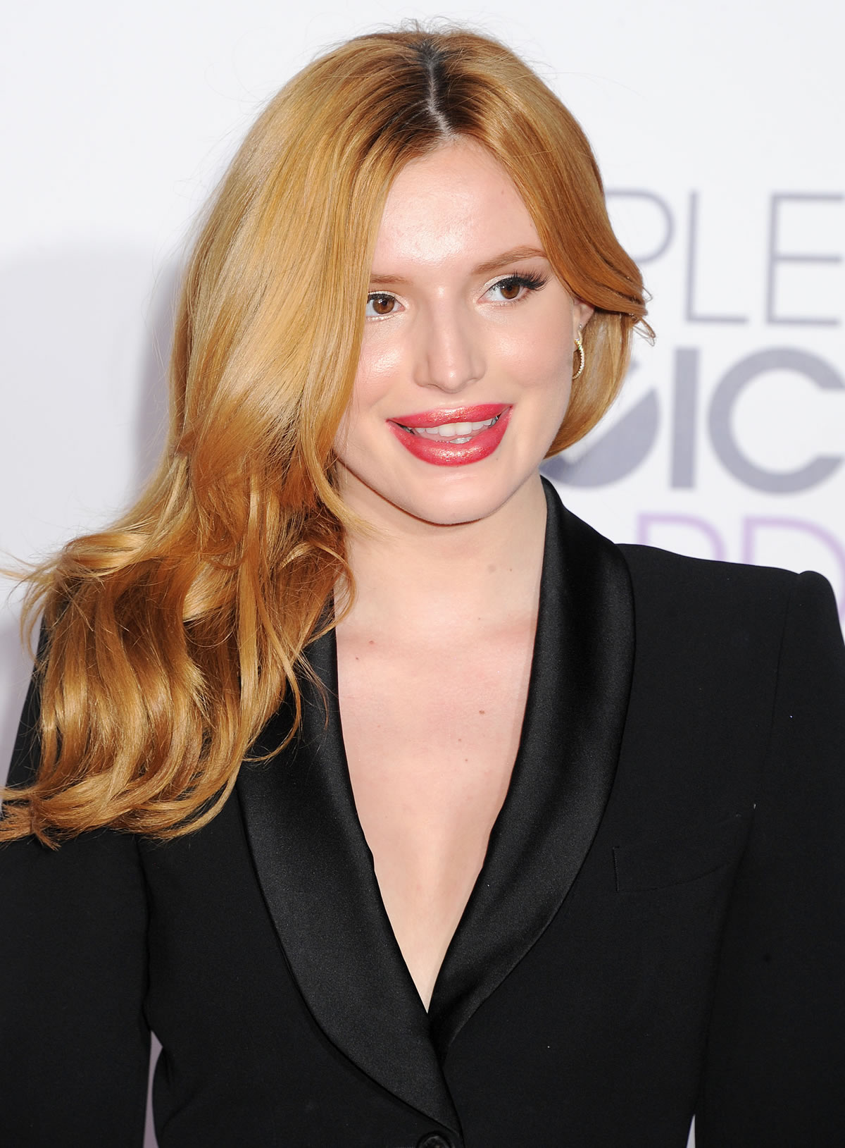 bella-thorne-peoples-choice-awards-4