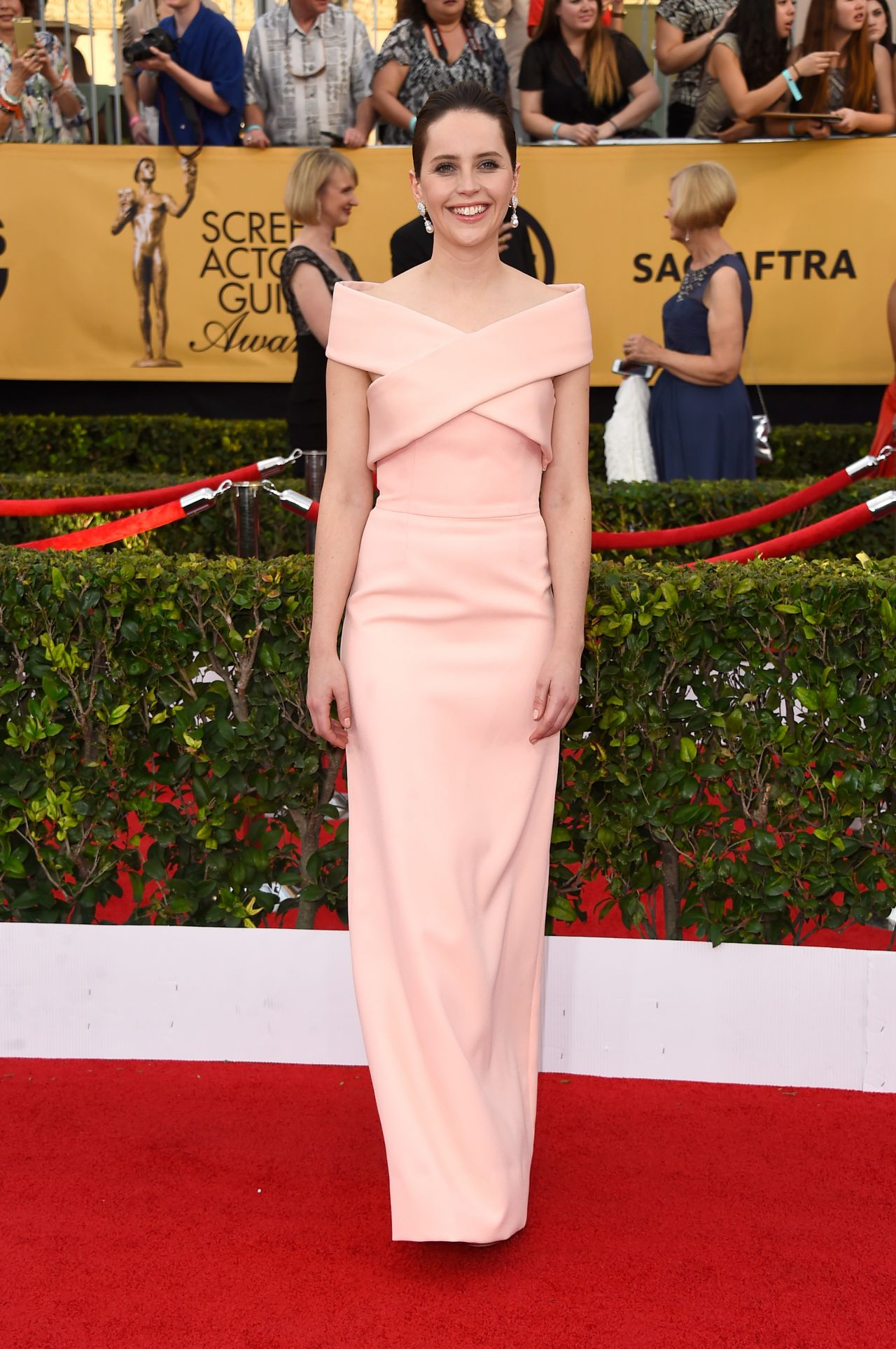 Felicity -Jones - In -BALENCIAGA -at 2015- Screen- Actors- Guild -Awards