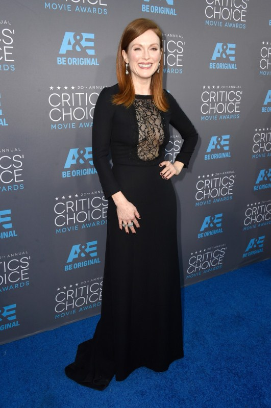julianne-moore-critics-choice-movie-awards-saint-laurent