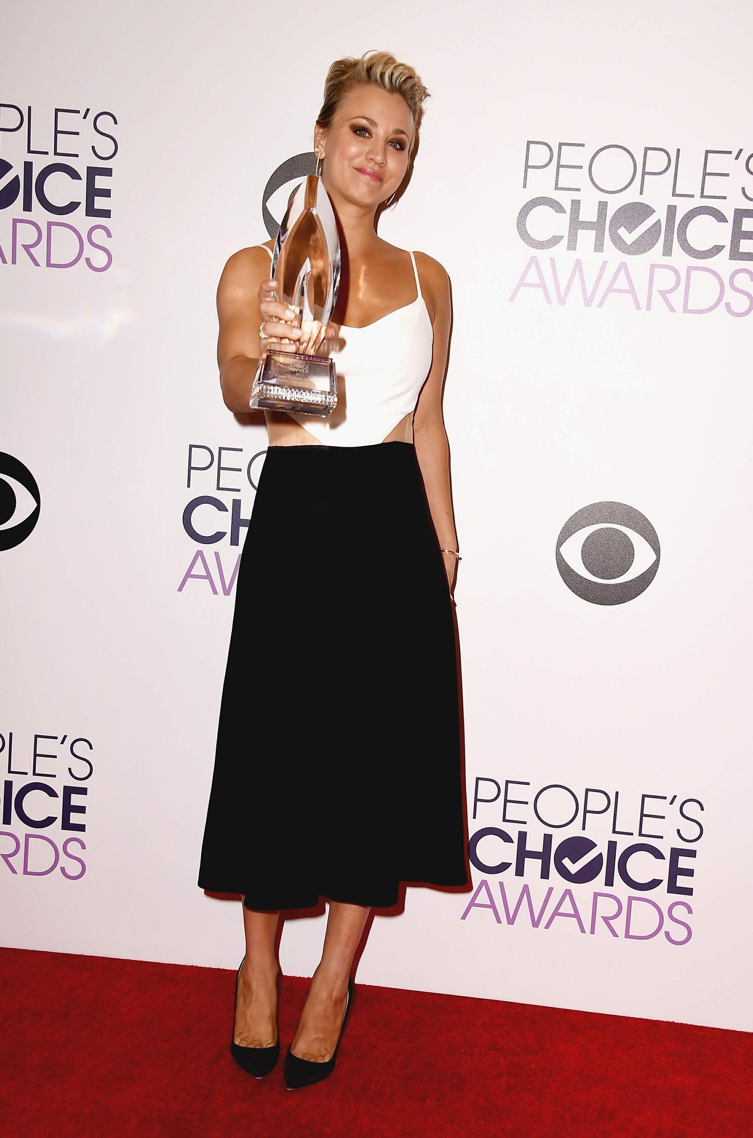 bella-thorne-giorgio-armani-2014-peoples-choice-awards
