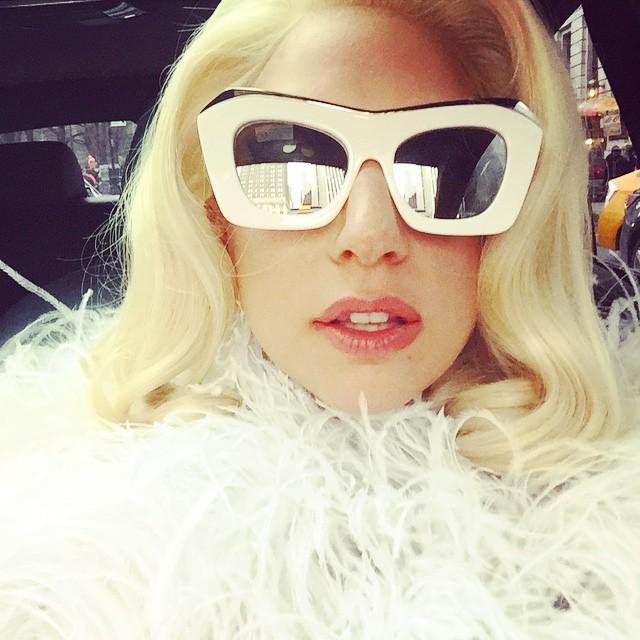 lady-gaga-selfie