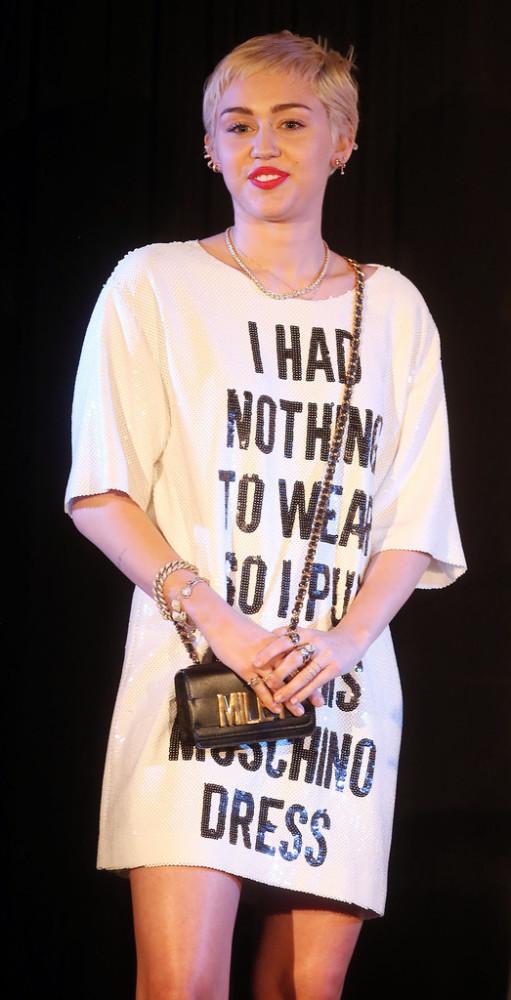 moschino-Miley-Cyrus-DAILY-FRONT-ROW-Fashion-Los-Angeles-IR94uQrgAh-x-511x1000