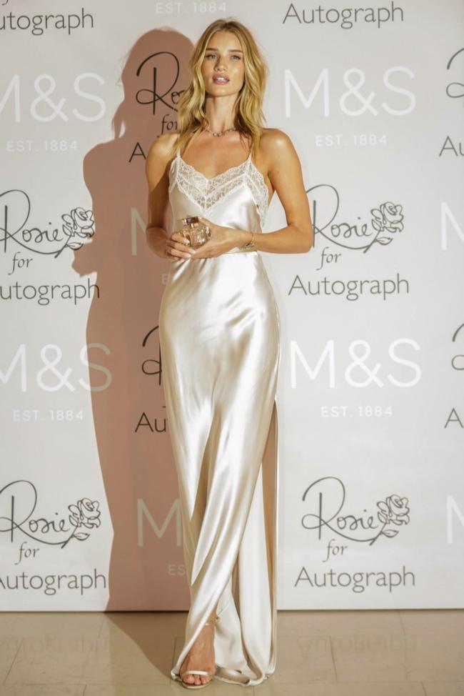 rosie-huntington-whiteley-slip-dress-event01