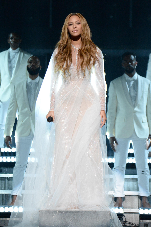 Beyonces-57th-Annual-Grammy-Awards-Performance-Custom-Roberto-Cavalli-Atelier-Gown