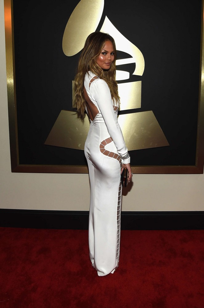 chrissy-teigen-emilio-pucci-2015-grammy-awards