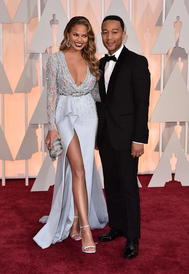 Chrissy-Teigen--2015-Oscars--