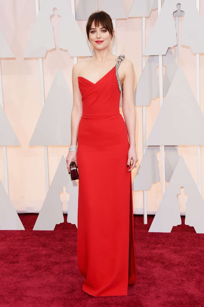 dakota-johnson-saint-laurent-2015-oscars