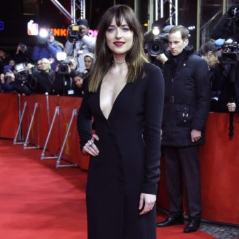 Dakota-Johnson-Fifty-Shades-of-Grey-Premiere-02-662×1088