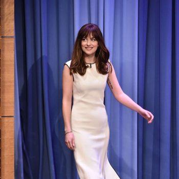 Dakota-Johnson-The-Tonight-Show-With-Jimmy-Fallon-03-662×996