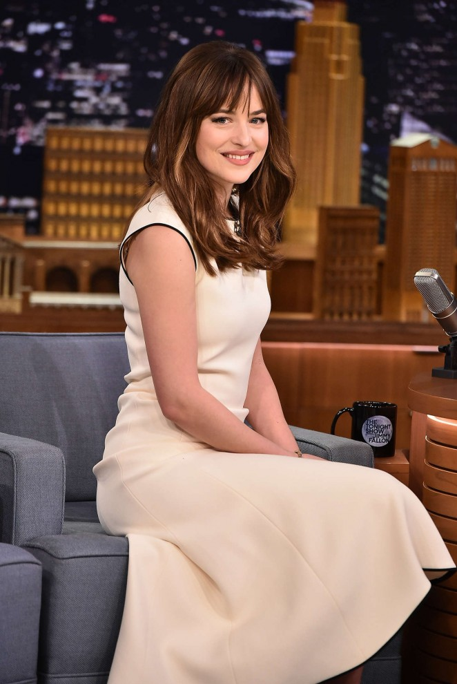Dakota-Johnson--The-Tonight-Show-With-Jimmy-Fallon--09-662x990