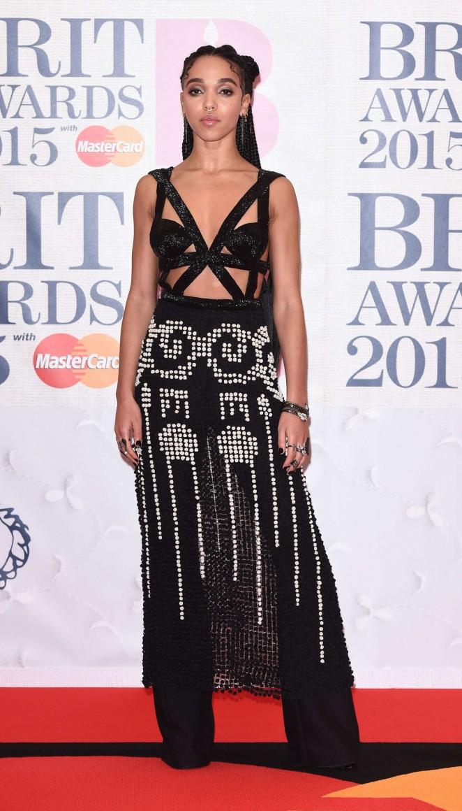 FKA-Twigs-2015-BRIT-Awards-06-662×1160