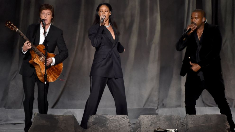 rihanna-maison-margiela-couture-2015-grammy-awards-performance
