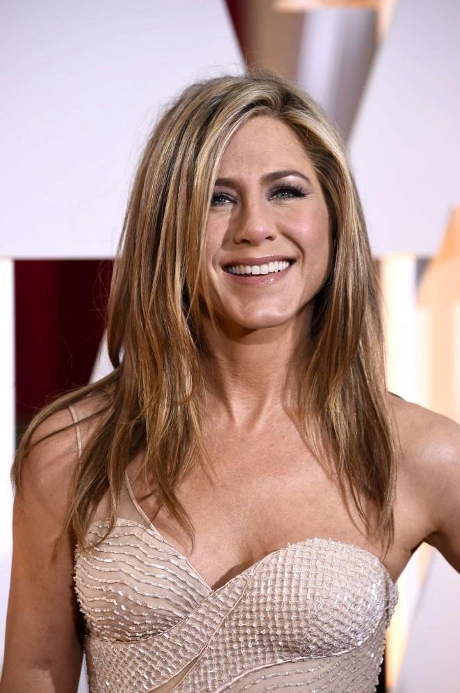 Jennifer-Aniston--2015-Oscars-